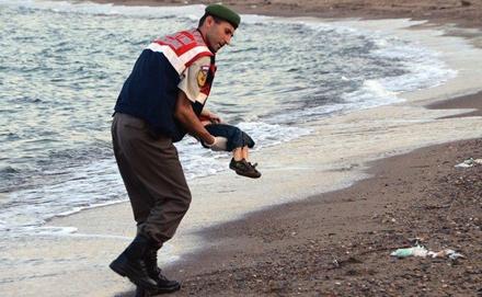 三岁小难民之死震惊世界 难民危机将欧洲架于风口浪尖