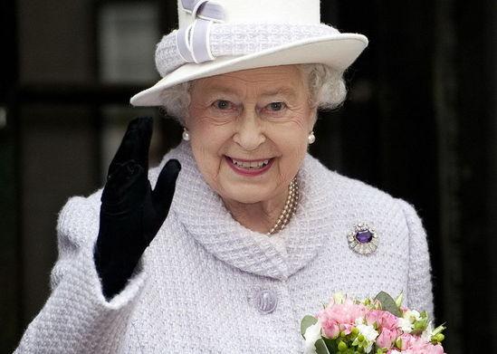 给力!英国女王终于成为在位时间长的君主,一生回
