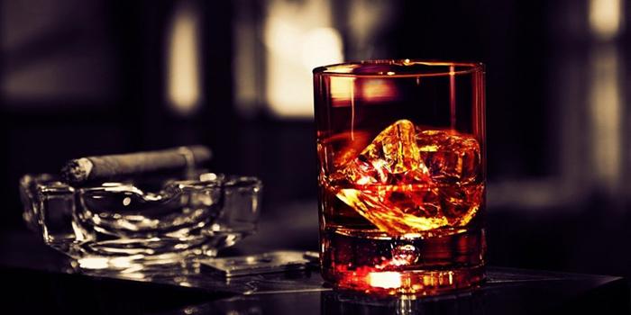"""世界年度顶级威士忌称号花落加拿大,你""""会喝""""吗?"""