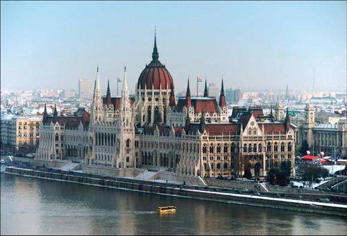 重大利好消息:匈牙利国债移民项目一步到位拿永居